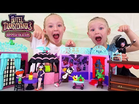 Opening Hotel Transylvania 3 Summer Vacation Toys! Drac Mavis Dennis and Johnny!!