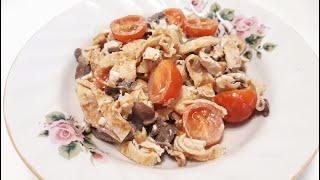 Салат с курицей, грибами шампиньонами, блинами и помидорами черри