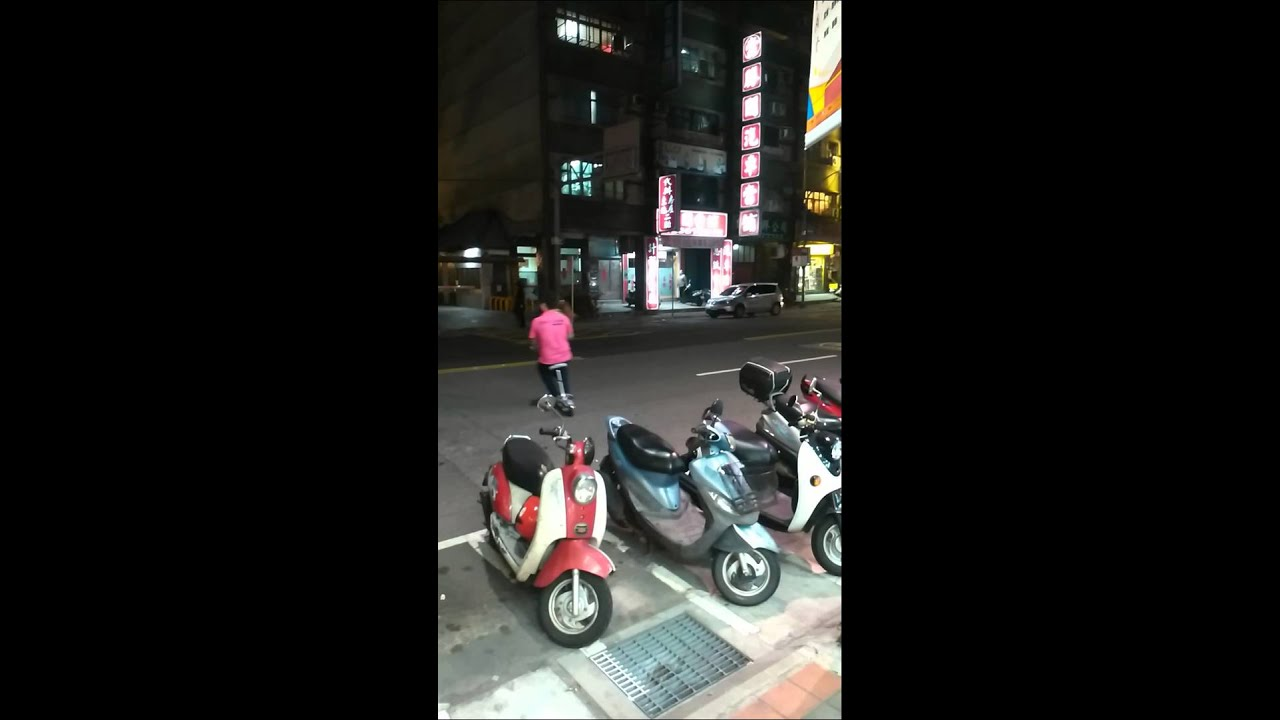 電動滑板車 雙載示範 比機車.電動車.電動腳踏車 電動自行車 可參考 - YouTube