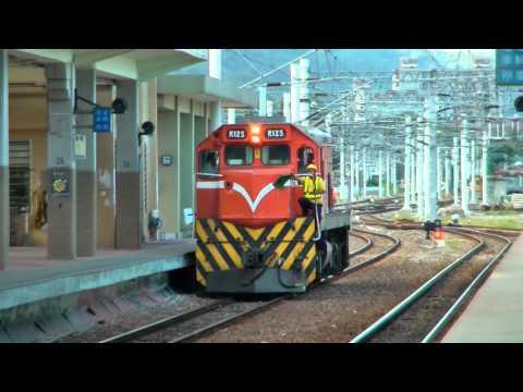 [HD] The Taiwan TRA Chu-Kuang Express (754) R110 + Ordinary Train (3672) R125 at Taitung Station