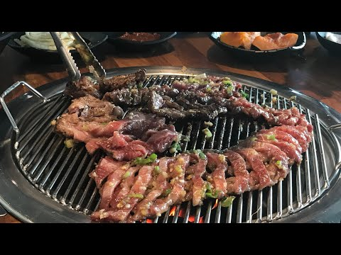 How to eat GALBI: KOREAN BBQ Beef or Pork ribs || 갈비 맛집