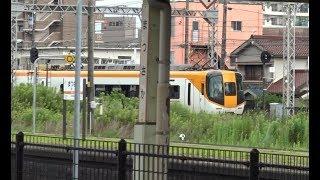 JR線ホームから見た松阪駅に到着する近鉄山田線の下り特急22600系+12000系の併結編成