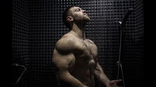 INSANE FLEXING SHOW IN SHOWER WITH GIANT MUSCLES