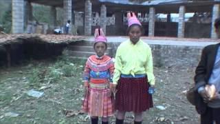 ミャオ族少女の戸惑い thumbnail