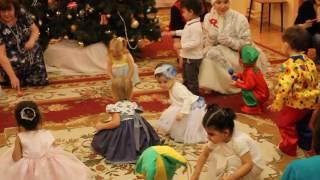 Новогодний детский утренник Детские танцы под елкой