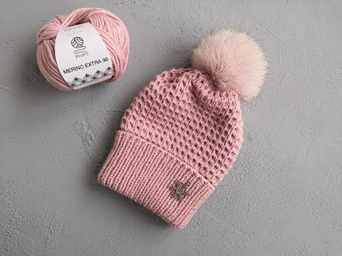 Красивая и простая вязаная шапка спицами.