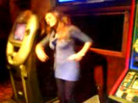 KARAOKE LEGENDS- Stacey sings Band of Gold