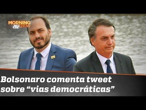 Lembra do tweet do Carlos Bolsonaro sobre a democracia? O pai falou a respeito