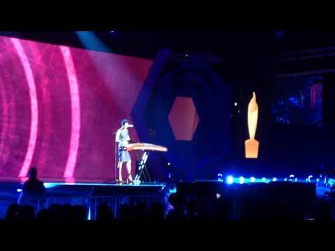 Karen Mok - While My Guitar Gently Weeps (Live at Singapore Hit Awards 2013)