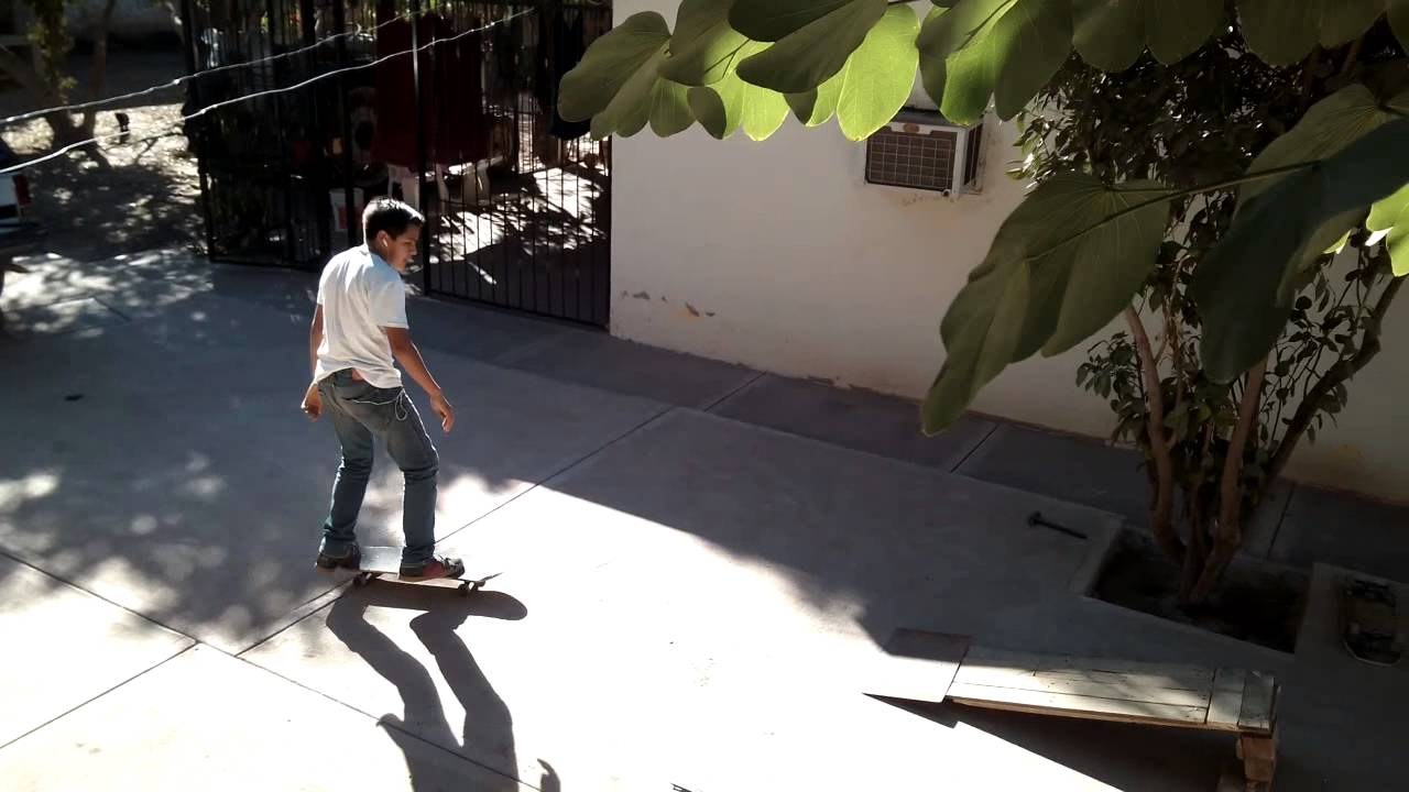 KICKFLIP IN THE RAMP