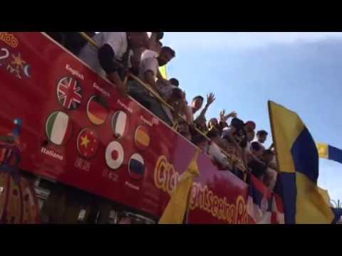 Frosinone Calcio In Serie A: La Festa Con In Calciatori Portati In Trionfo.