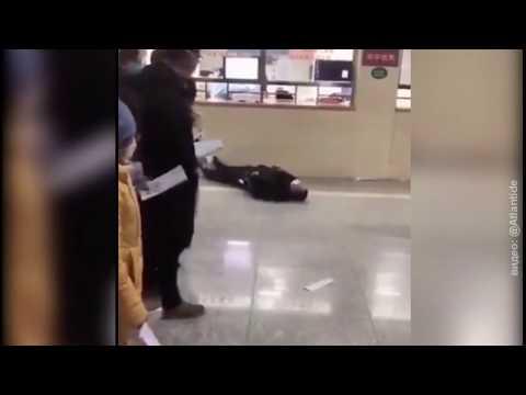 От коронавируса в Китае люди падают прямо на улицах