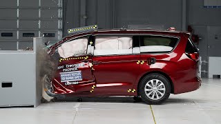 2017 Chrysler Pacifica driver-side small overlap IIHS crash test