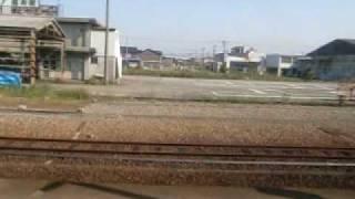 暮らしていた空間を追憶しながら、通過する駅のホームそれぞれに思いを...