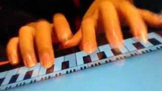 học đàn piano..:))