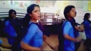 SANA ALTHAF | FULL HD | SUPER DANCE IN CLASSROOM | WITH FRIENDS