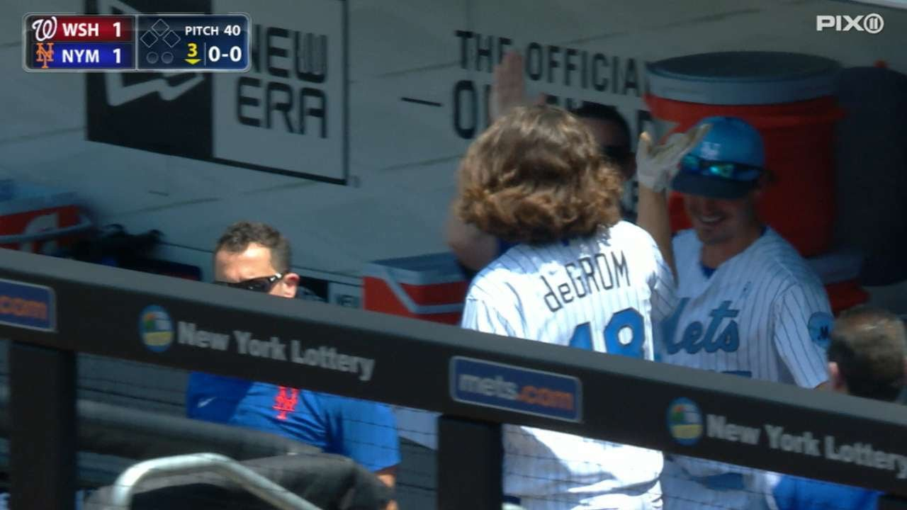 Mets' Jacob deGrom leaves game after being hit by line drive (updated)