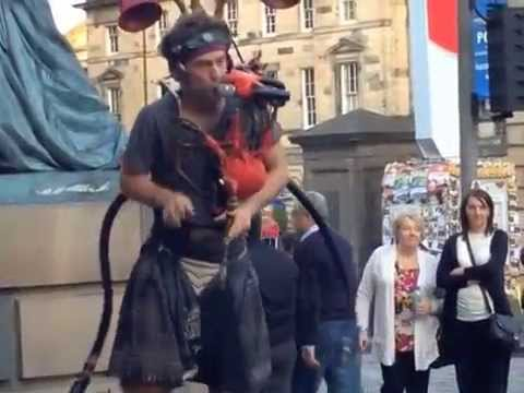 Innovative beatbox/bagpipes player