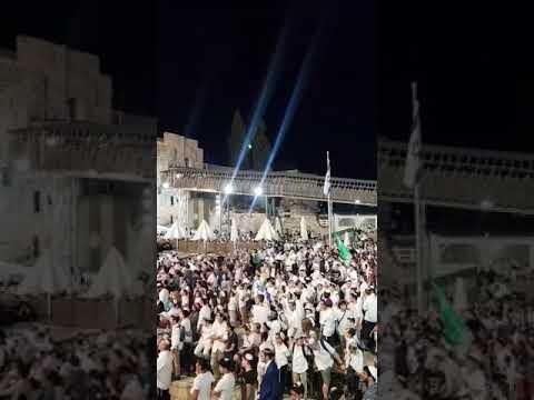 בכותל המערבי נערכה הערב (מוצאי שבת) תפילה חגיגית לרגל יום ירושלים.