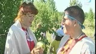 Молодожены выбирают старорусские обряды венчания