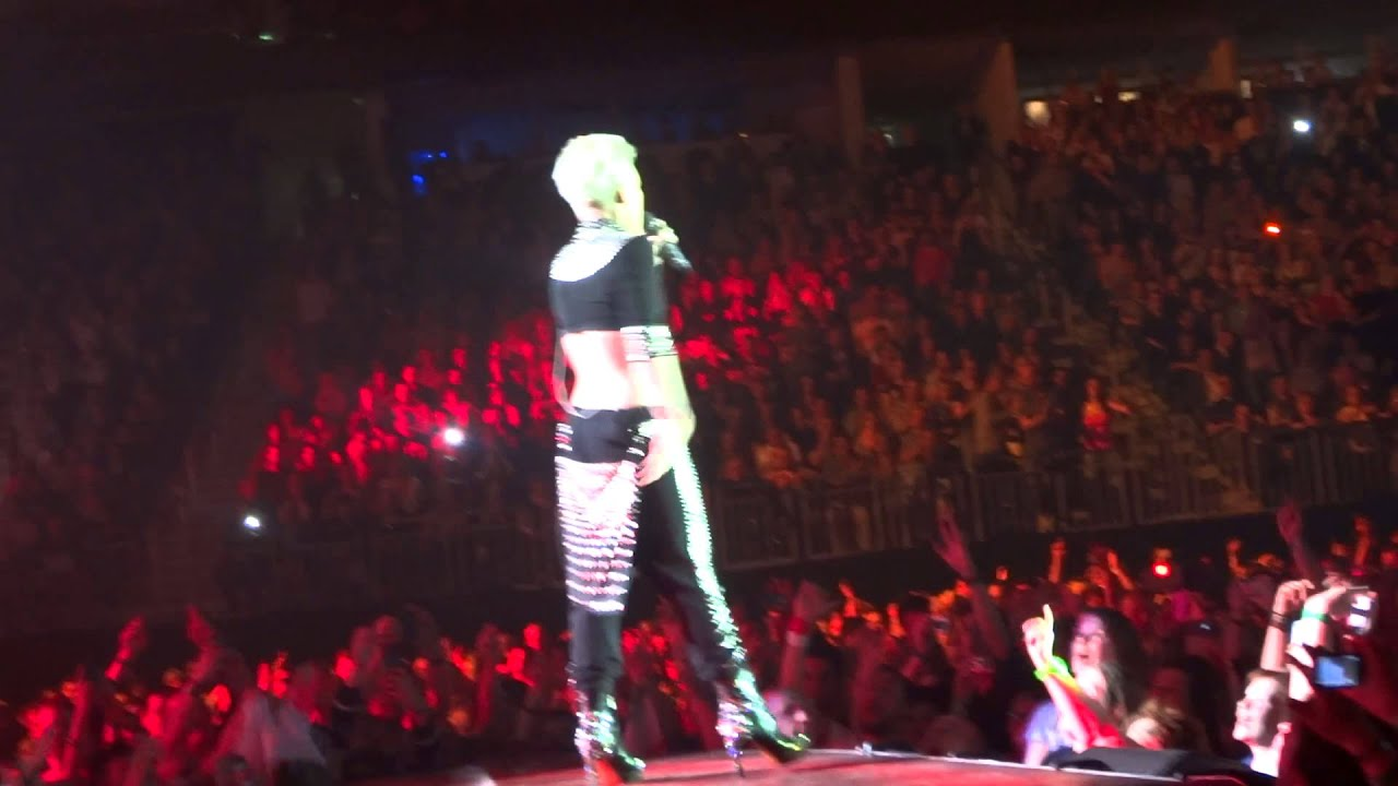 Download P!NK - Leave me alone (I'm lonely) 03.05.2013 Berlin LIVE HQ