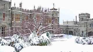 Алупка, Воронцовский дворец в снегу, Столько снега не было 15 лет(Недавно (28января) мы побывали в Алупке, хотели заснять заснеженный Воронцовский дворец. Начался сильнейший..., 2017-02-03T11:06:50.000Z)