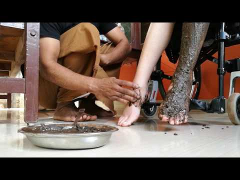 Massaggio ayurvedico alle gambe, in India. #InViaggioconSimona