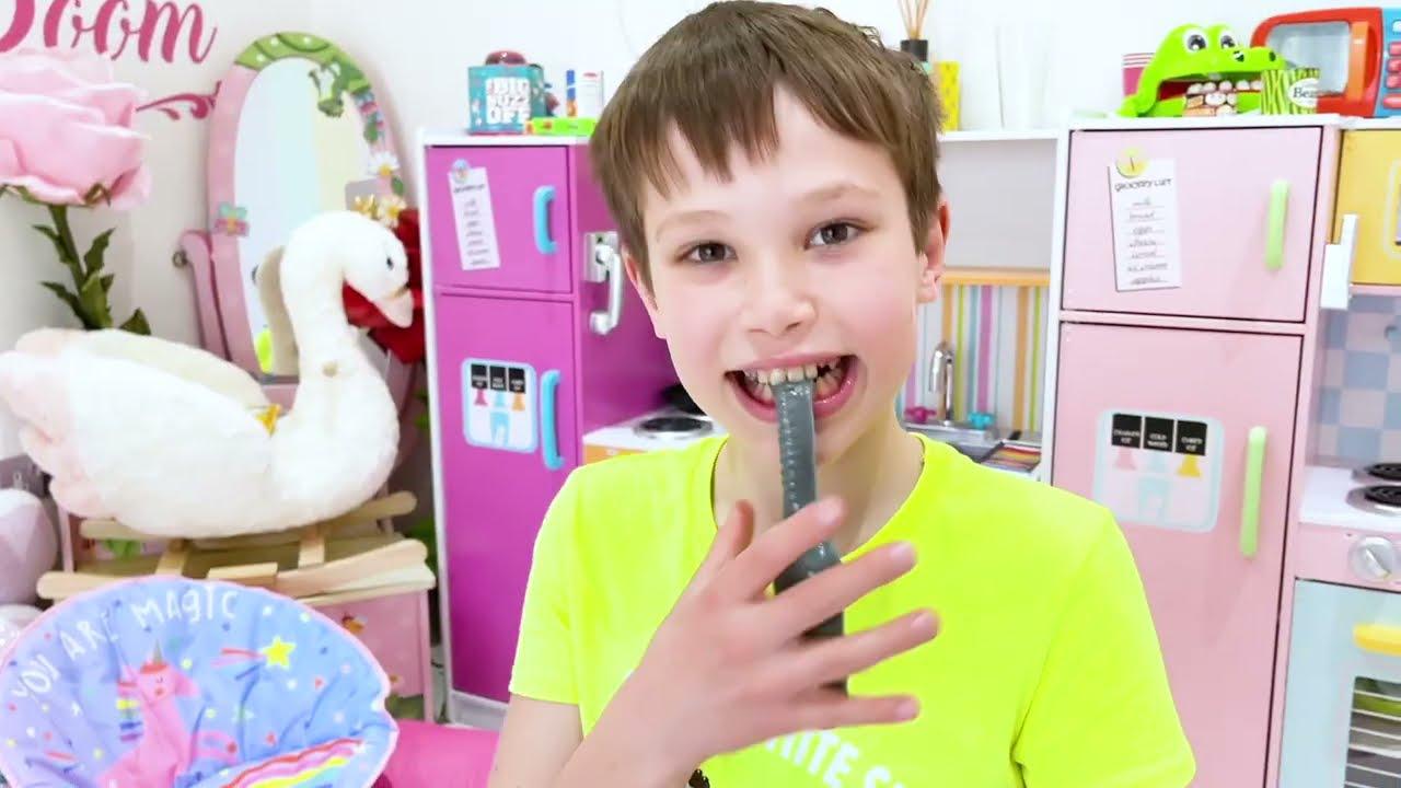 Макс насмешил Катю съедобным песком