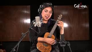 Ale Camps, maestra de ukulele.