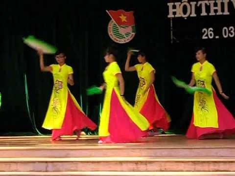 [22/03/2014] 11A2 Múa quạt - THPT Quang Trung Daklak