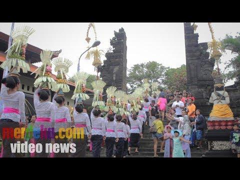 Gotong royong membangun Tabanan lewat Festival Tanah Lot