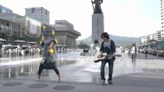 Grizzly bear with a guitar boy at Gwanghwa-moon