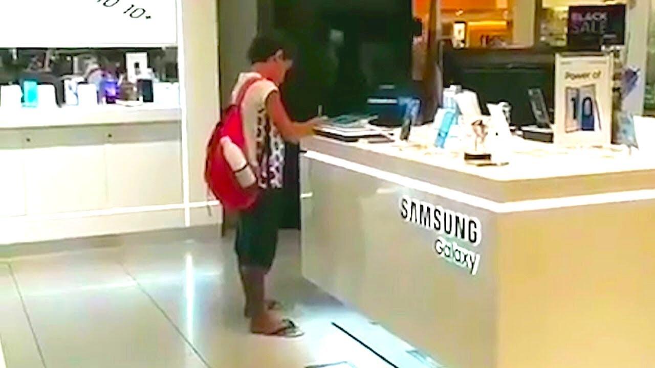 صبي يلعب على جهاز لوحي في متجر للأجهزة ، وعندما أدرك البائع ما يفعله !!