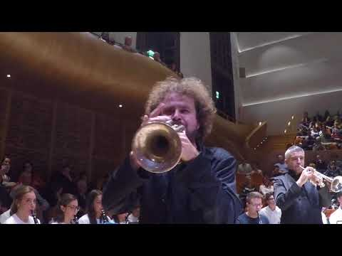 Moruzzi Junior Band & Gomalan Brass JUMP