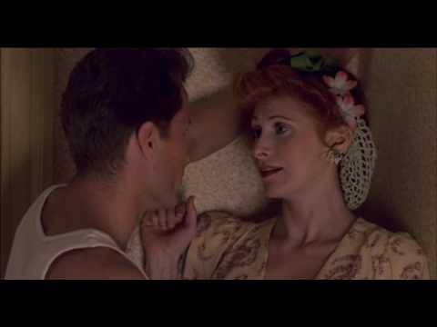 Anita Morris & John Savage sensacional escena romántica