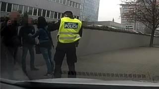 MPP: Strážníci v Praze zadrželi dvojici mužů podezřelých z napadení řidiče autobusu