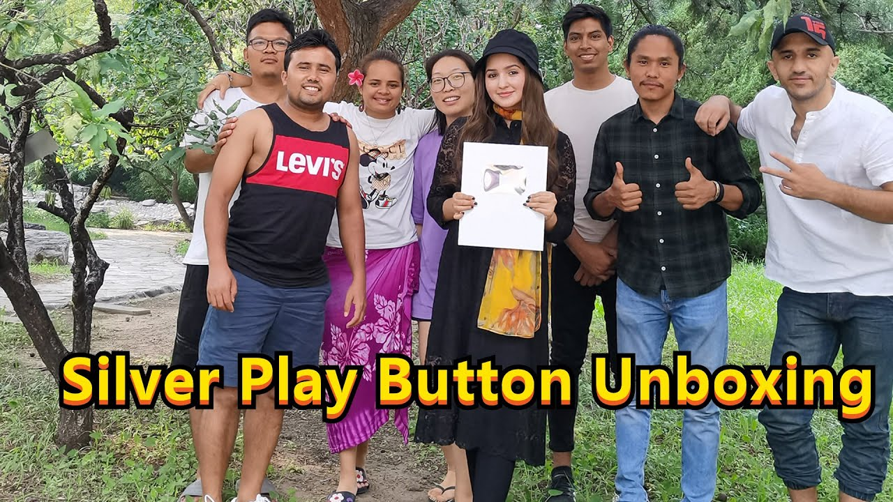 Unboxing My Silver Play Button |Celebration Time| Most Awaited Vlog | 美月 Mahzaib vlogs(43)