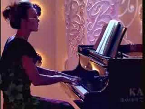 "Andrea Rost sings ""Je veux vivre"" in Buke Show"