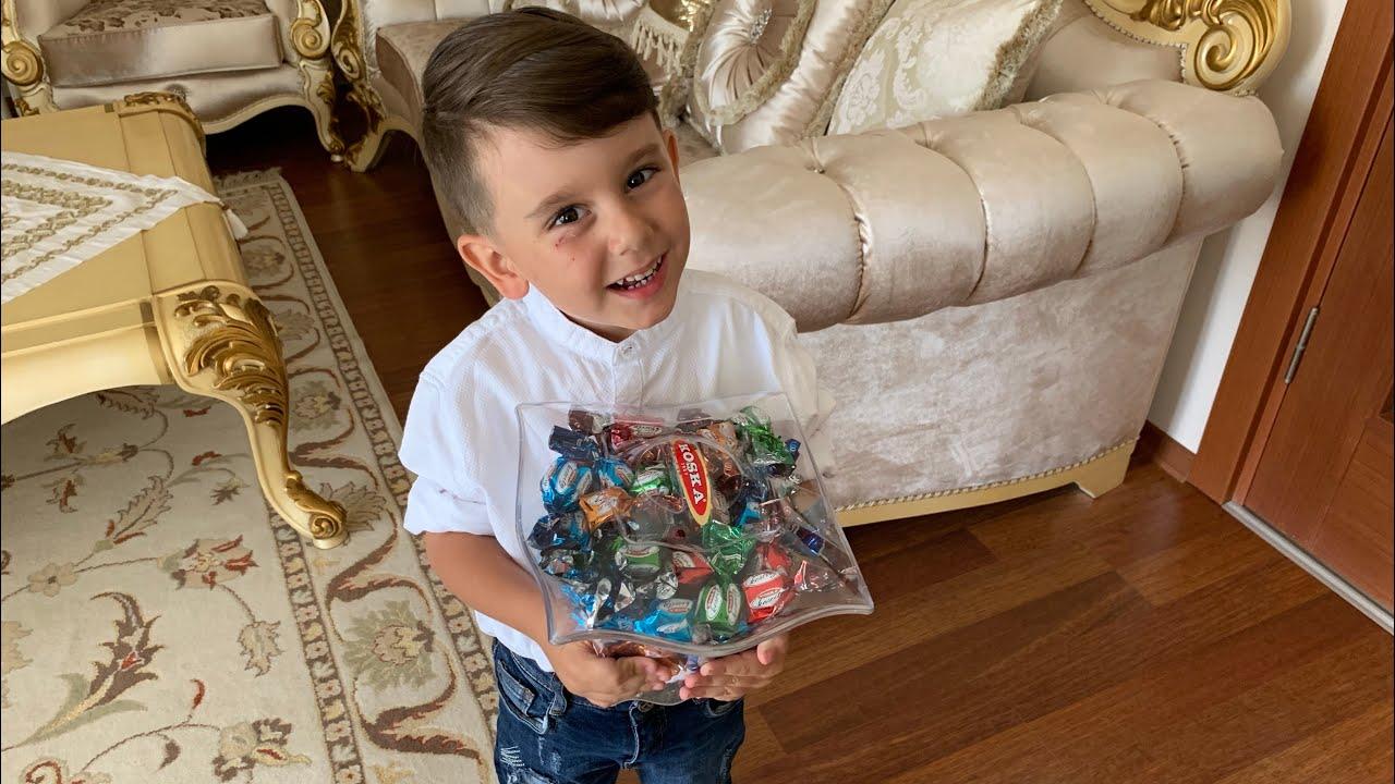 Download Yusuf bayramlığını giydi şeker dağıttı, el öptü harçlık topladı.Sonra parasını oyuncakçıda harcadı😂