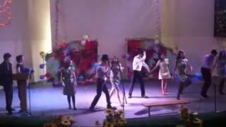 Танец под hit the road Jack.(Танец+ужасное пение под конец:), 2013-11-10T10:11:10.000Z)