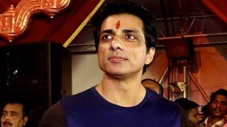 SONU SOOD VISITS DURGA POOJA PANDAL AT KORA KENDRA | Bollywood News