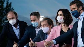 Pablo Casado e Isabel Díaz Ayuso intervienen en el acto de final de campaña de Madrid