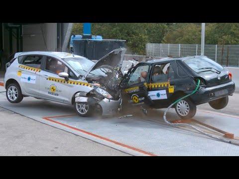 Old Car vs Modern Car during Crash Test / Evolution of Car Safety