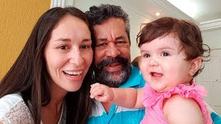 Gambar cover CLAUDIA REENCONTRA SEU PAI DEPOIS DE MUITOS ANOS!! Laurinha e Maikito Conhecem o Vovô - Daily Vlog