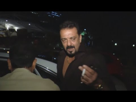 Check Out - DRUNK Sanjay Dutt Replied Rudely To A Reporter