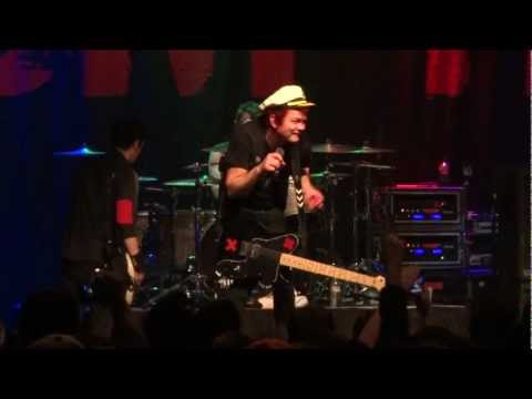 "Sum 41 - ""We Will Rock You"" [Queen cover] and ""Sabotage"" [Beastie Boys cover] (Live in S.D. 1-8-13)"