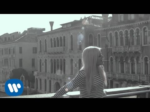 Sweet California - Vuelvo a ser la rara (Videoclip oficial)