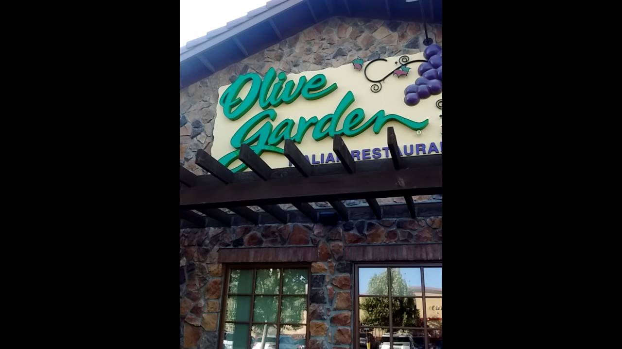 Come On Down To The Olive Garden And Get Your Free Bread Sticks Youtube