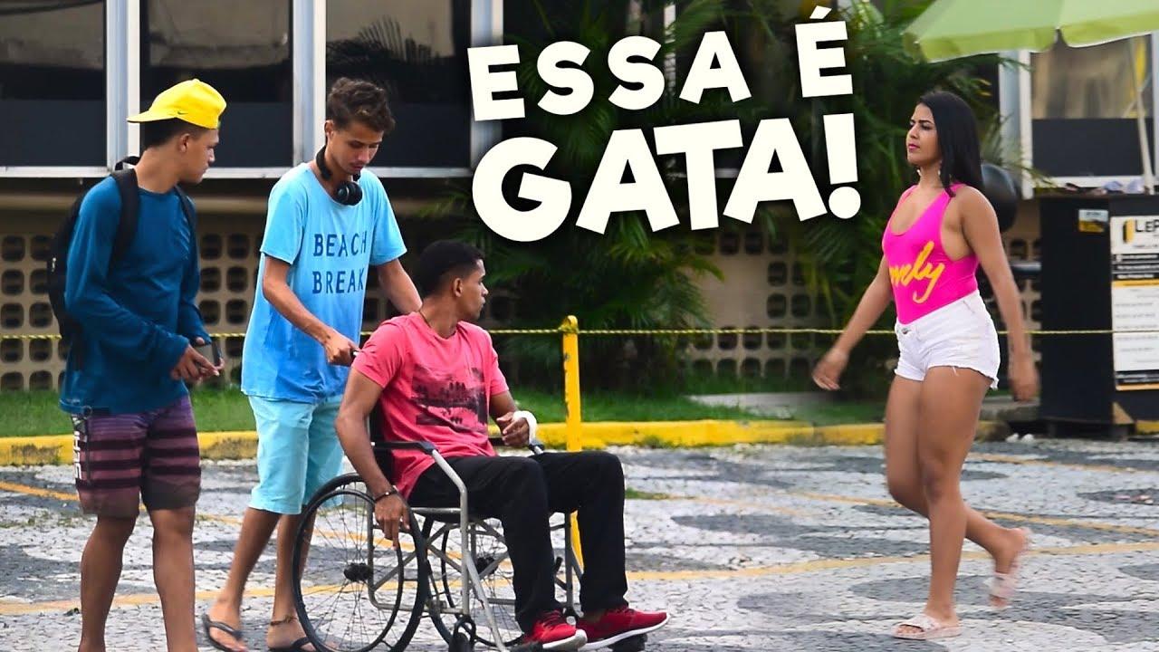 SUPER GATA FAZENDO O CADEIRANTE VOLTAR A ANDAR