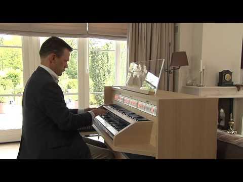 'Ah vous diraije maman' on the new Johannus Studio 150, played by André van Vliet